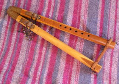 8-flûte-amerindienne-double-La-en-poirier.jpg